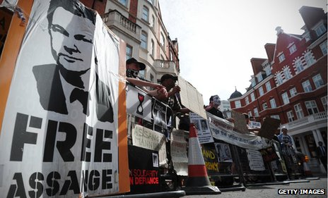 assange supporters