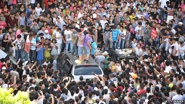 This photo taken on July 28, 2012 shows thousands of people protesting at the local government offices in Qidong in the eastern China province of Jiangsu