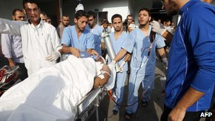 Palestinian wounded in Israeli air strike on Gaza (22/10/12)