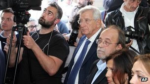 Defendants Claudio Eva and Bernardo de Bernardinis hear the verdicts in L'Aquila (22 Oct 2012)
