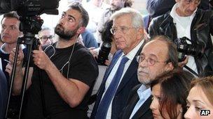 Defendants Claudio Eva and Bernardo de Bernardinis hear the verdicts in L'Aquila (22 Oct 2012)