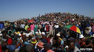 Striking gold miners at Carletonville west of Johannesburg. 2 Oct 2012