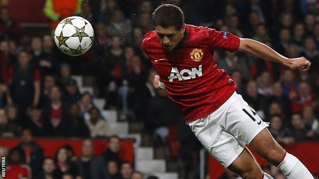 Javier Hernandez pulls a goal back for Manchester United