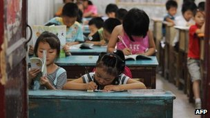 Chinese schoolchildren attend lessons at a classroom in Hefei, east China's Anhui province on September 20, 2010.
