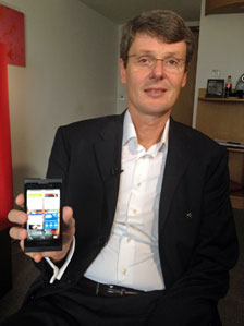 Thorsten Heins with one of his company's new devices