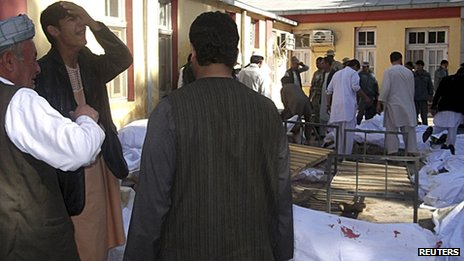 Relatives of the victims at the hospital in Faryab province on 26/10/12
