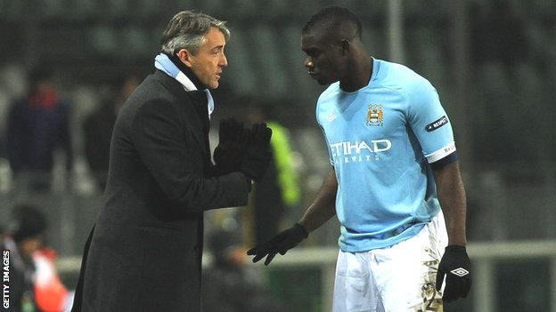 Roberto Mancini gives instructions to Micah Richards