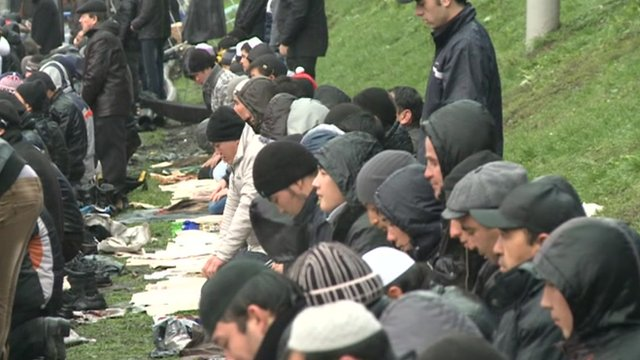 Muslims in Moscow prayer outside in rain