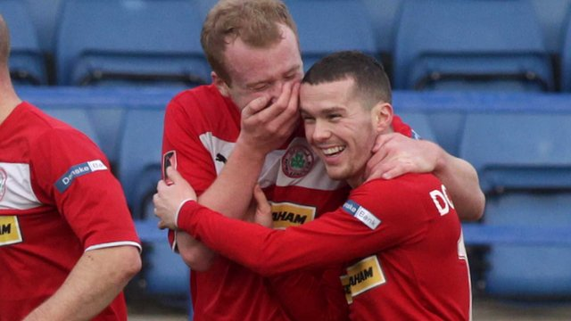 Cliftonville players celebrate winning 2-0 against Glenavon