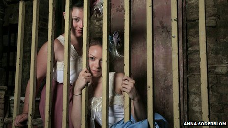 Kate Quinn and Alicia Bennett in Theatre of the Damned's The Horror! The Horror! at Wilton's Music Hall
