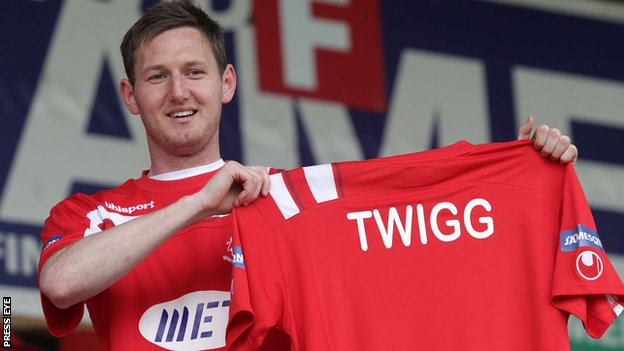 Gary Twigg has joined Portadown