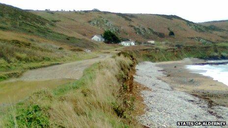 The road above Clonque beach