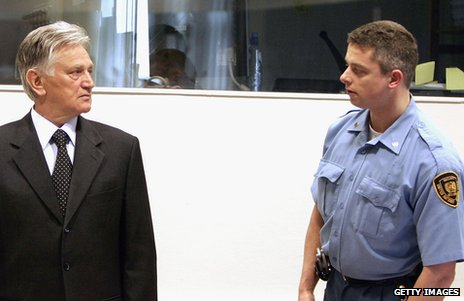 Momcilo Perisic (left) at The Hague in 2005