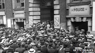 Crowds of men gathered outside Great Scotland Yard in June 1916