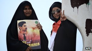 Bahraini Shia protesters with poster of failed activist Abdulhadi al-Khawaja