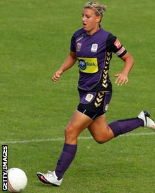 Tanya Oxtoby playing for Perth Glory in 2011