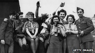 American soldiers and women from the ATS celebrate VE Day in Trafalgar Square