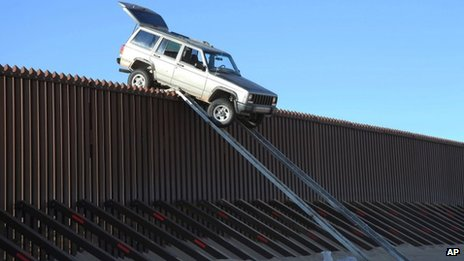 Suspected smugglers&#039; car is stuck on US-Mexico border