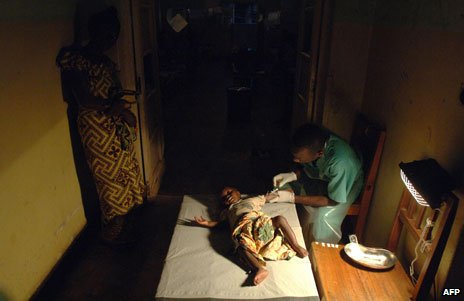 An MSF nurse treats a child with cholera in Congo