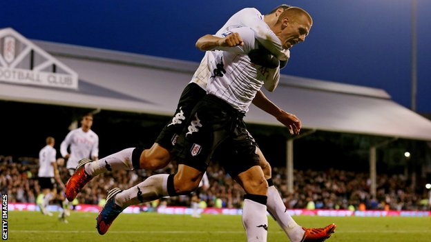 Steve Sidwell celebrates his late equaliser for Fulham