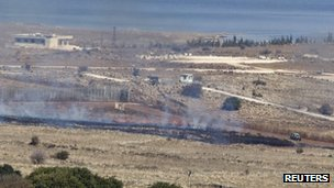 Mortar shells set a field alight close to the Israeli-Syrian border (4 Nov 2012)