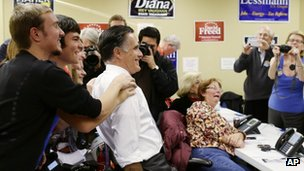 Romney poses with campaign workers during a visit to a voter call centre in Green Tree, Pennsylvania