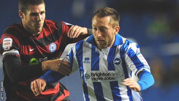 Stephen Dobbie (right) is challenged by Gabriel Zakuani