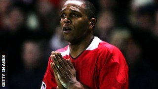 Quinton Fortune playing for Manchester United in 2005