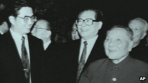 Hu Jintao (L) Jiang Zemin (C) and Deng Xiaoping (R) meets delegates of the Communist Party Central Committee in Beijing, 19 Oct 1992