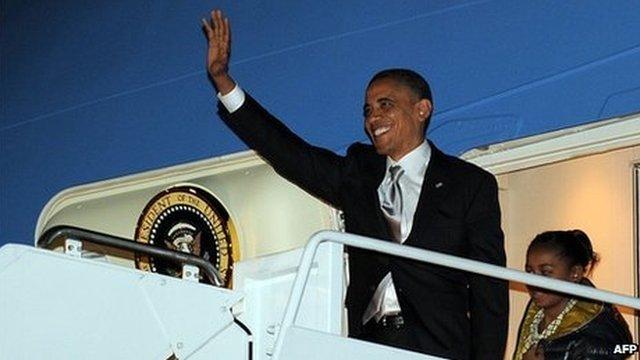 President Barack Obama waves as he exits Air Force One, 7 November 2012
