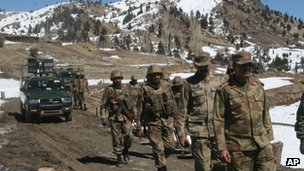 Pakistani soldiers patrol the tribal area of Ditta Kheil in North Waziristan (March 2011)