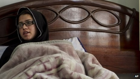 Pakistani schoolgirl Kainat Riaz recuperating in bed after the Taliban attack on her school bus