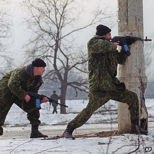 Russian troops fighting near Grozny, 30 Jan 2000