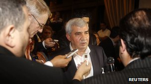 Riad Seif talks to journalists (8 November 2012)