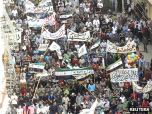 Photo purportedly showing opposition protest in Darayya, near Damascus (2 November 2012)
