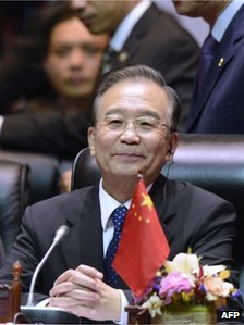 Wen Jiabao smiles as he attends a plenary session of the 9th summit Asia-Europe  in Vientiane on November 6