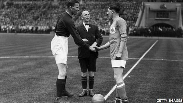 Fred Keenor shakes hands with the Arsenal captain at the start of the Bluebirds winning 1927 FA Cup final