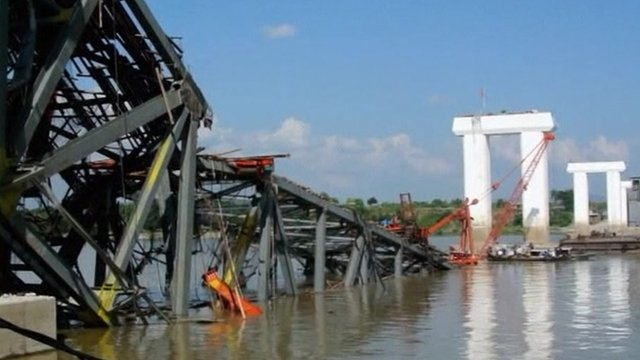 Bridge collapsed in Shwebo