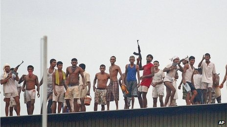 Prisoners on the roof of the Welikada prison