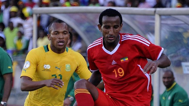 Ethiopia's Adane Gebreyes (right)