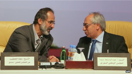 Moaz al-Khatib (left) and Abdelbaset Sayda in Doha (12/11/12)