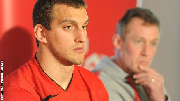 Sam Warburton with Wales interim coach Rob Howley