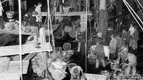 Unloading the catch from a trawler at Grimsby in 1953