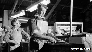 Gutting fish at Grimsby in 1953