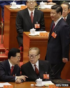 Hu Jintao (L) talks to Jiang Zemin as Xi Jinping walks past in the Great Hall of the People in Beijing, November 8