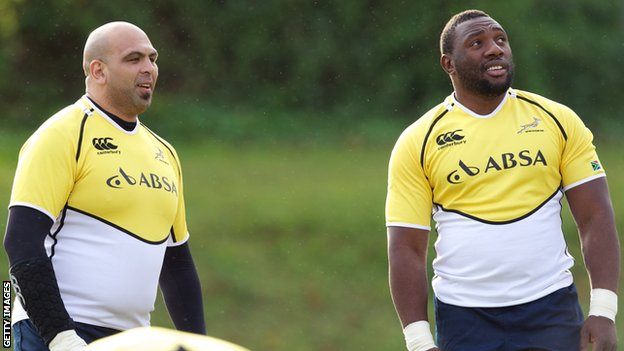 Gurthro Steenkamp in training with Tendai Mtawarira