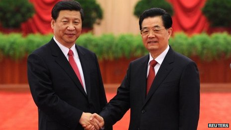 Xi Jinping (L), newly-elected general secretary of the Central Committee of the Communist Party of China, and Chinese President Hu Jintao, 16 November 2012