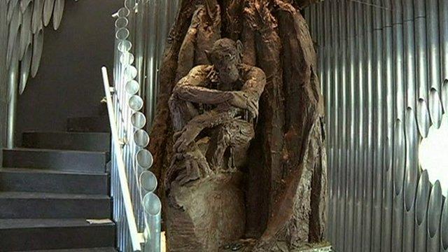 Paris boutique displays giant chocolate tree sculpture ...
