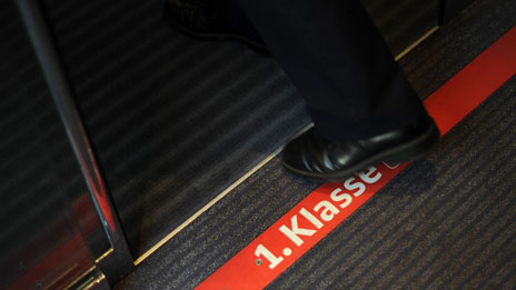 Sign on German train indicating first-class carriage