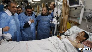 Tunisia&#039;s Foreign Minister Rafik Abdessalem (C) visits a Palestinian, who was wounded in an Israeli air strike, at a hospital in Gaza City November 17, 2012